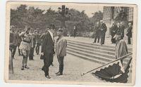 President T. G. Masaryk přichází do parlamentu složiti ústavní slib