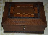 Dřevěná intarzovaná šperkovnice